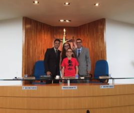 Vereador Juarez recebe visita dos filhos Miguel e Victoria