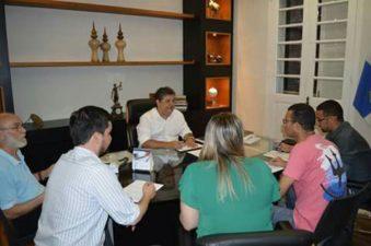 Presidente da Câmara Municipal, Nilcélio Sá, acompanha discussão que trata do benefício financeiro para universitários