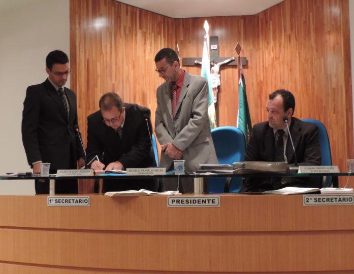 Assinatura-Termo-de-Posse-Arthur-Palante.jpg
