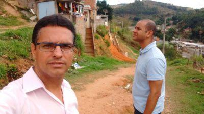 Juarez de Souza visita Rua Wenceslau Braz com representante do Poder Executivo
