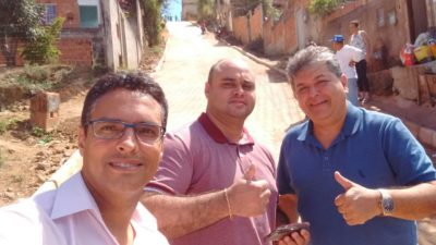 Vereadores acompanham calçamento da Travessa Antônio Matheus