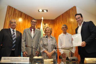 Câmara de Vereadores homenageia contabilistas trirrienses