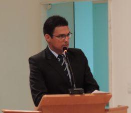 Vereador Juarez da Saúde pede fiscalização do Poder Executivo na lei que trata dos animais nas ruas da cidade