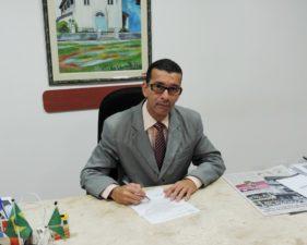 Nilcélio Sá solicita informação sobre novos beneficiários do auxílio universitário