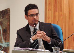 Vereador Juarez da Saúde reivindica recuperação das calçadas no município