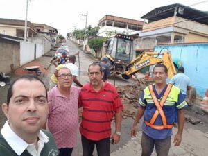 Fabiano Oliveira acompanha instalação de redutor de velocidade no Bairro Santa Terezinha