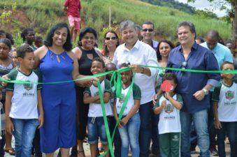 Vereadores inauguram escola em Hermogênio Silva