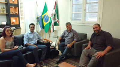 Vereador Juarez da Saúde se reúne com representantes da instituição de Ensino Superior e o prefeito