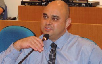 Vereador Jonas Dico questiona paralisação das cirurgias de catarata