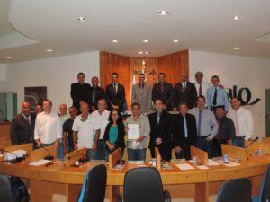 Fabiano Oliveira entrega Moção de Aplausos a motorista da Secretaria de Educação