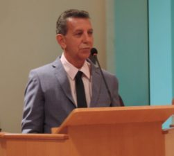Vereador Mala Velha solicita melhorias para quadra da Beira-Rio
