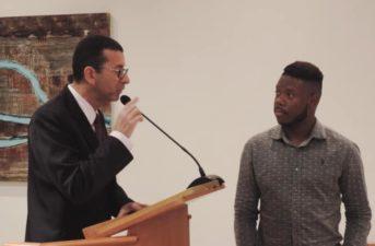 Nilcélio Sá homenageia desenvolvedor de aplicativos que se destacou no Hackatown Três Rios