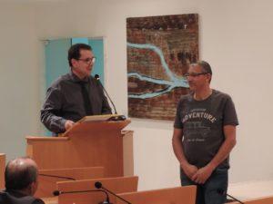 Luiz Alberto Barbosa homenageia coordenador de recursos humanos da Secretaria de Saúde