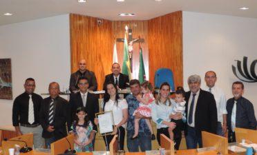 Vereador Robson de Oliveira homenageia colegas de profissão
