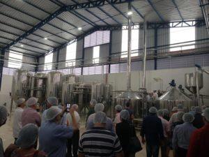 Vereadores participam de inauguração de cervejaria