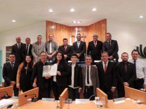 Vereadores homenageiam trio musical Renato Esttrada e Família