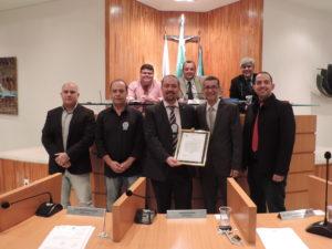 Vereadores Nilcélio Sá e Fabiano Oliveira homenageiam presidente do Sindicato dos Policiais Civis do Estado do Rio de Janeiro