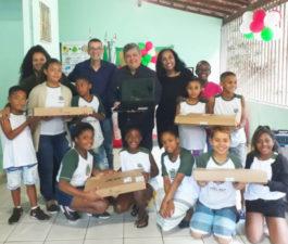 Escola São João Batista recebe notebooks com recursos indicados pelo vereador Nilcélio Sá