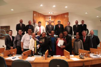Vereadores entregam Moção de Aplausos na Câmara de Vereadores de Três Rios