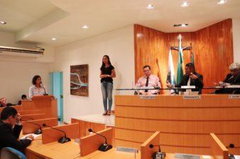 Professora Suzane Ferreira busca apoio para artistas locais na Tribuna Livre