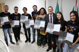 Nilcélio Sá concede Moção de Aplausos aos alunos que se destacaram na Feira de Ciência e Tecnologia e Inovação do Estado do Rio de Janeiro
