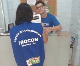 Equipe de orientação do Procon Três Rios visita escolas particulares do município