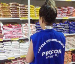 Procon Três Rios percorre estabelecimentos de serviços essenciais