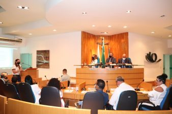 Secretária de Educação fala sobre retomada das aulas presenciais na Câmara de Vereadores