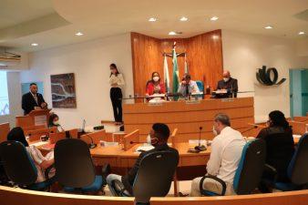 Secretário de Assistência Social apresenta relatório e tira dúvida dos vereadores