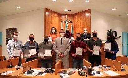 Vereador Anderson Muriçoca homenageia equipe que prendeu responsável por cometer feminicídio em Três Rios
